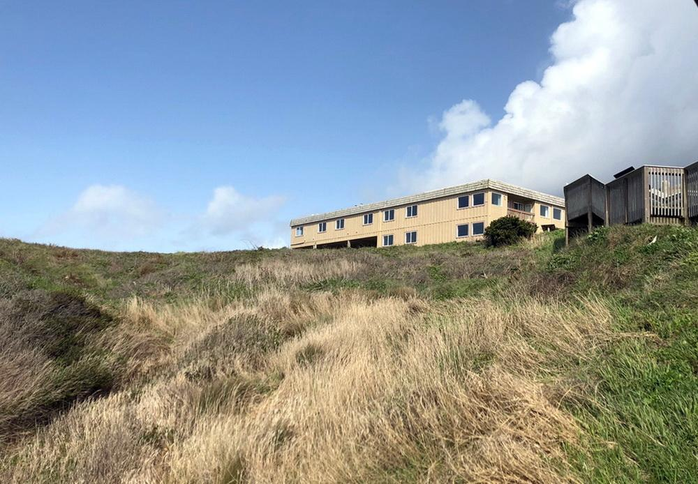 Motel currently located at Coquille Point.\Photo by Vickie Crowley.